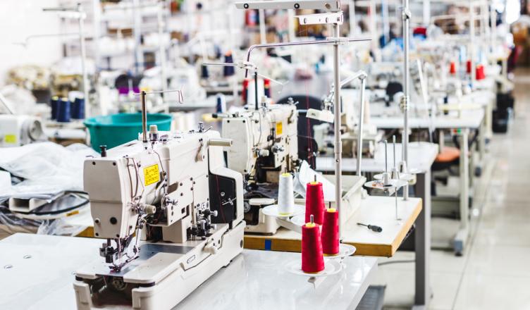2f1942a91f2ad0 Conhecendo uma fábrica de roupas - Business Connection